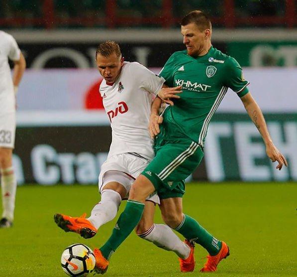 Дмитрий Тарасов напал на болельщика, но не признает своей вины