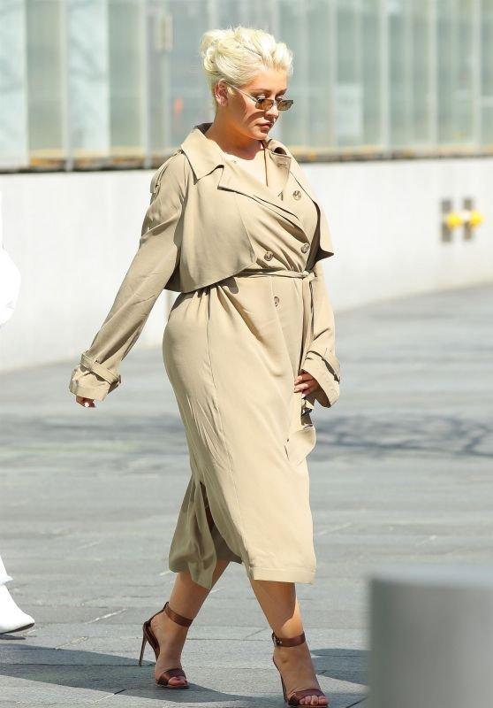 Кристина Агилера ошиблась с выбором наряда, добавившего ей лишний вес