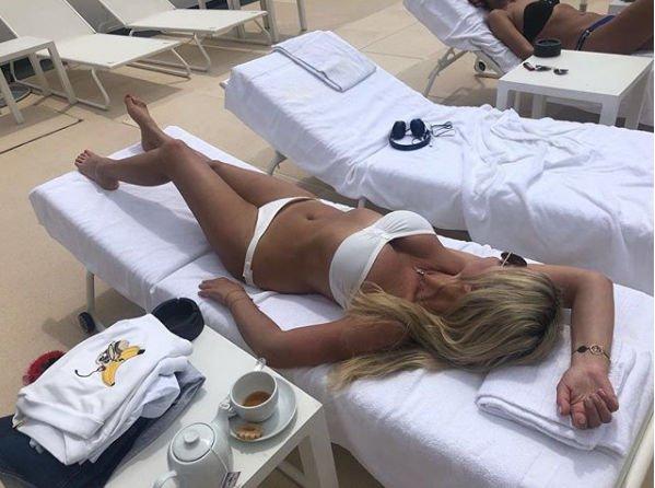 52-летняя Ирина Салтыкова похвасталась фигурой в белом бикини