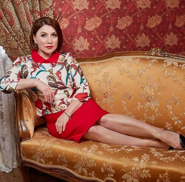 Роза Сябитова переборщила с ретушью, изуродовав себе лицо