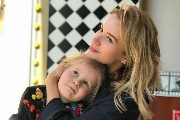 Елена Бушина третью неделю не может накормить дочь