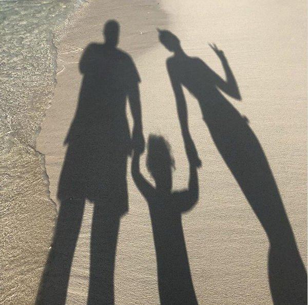 Полина Гагарина продолжает радовать фанатов фотографиями своей дочери