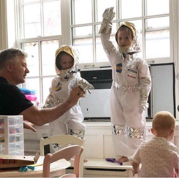 60-летний Алек Болдуин празднует рождение пятого ребенка
