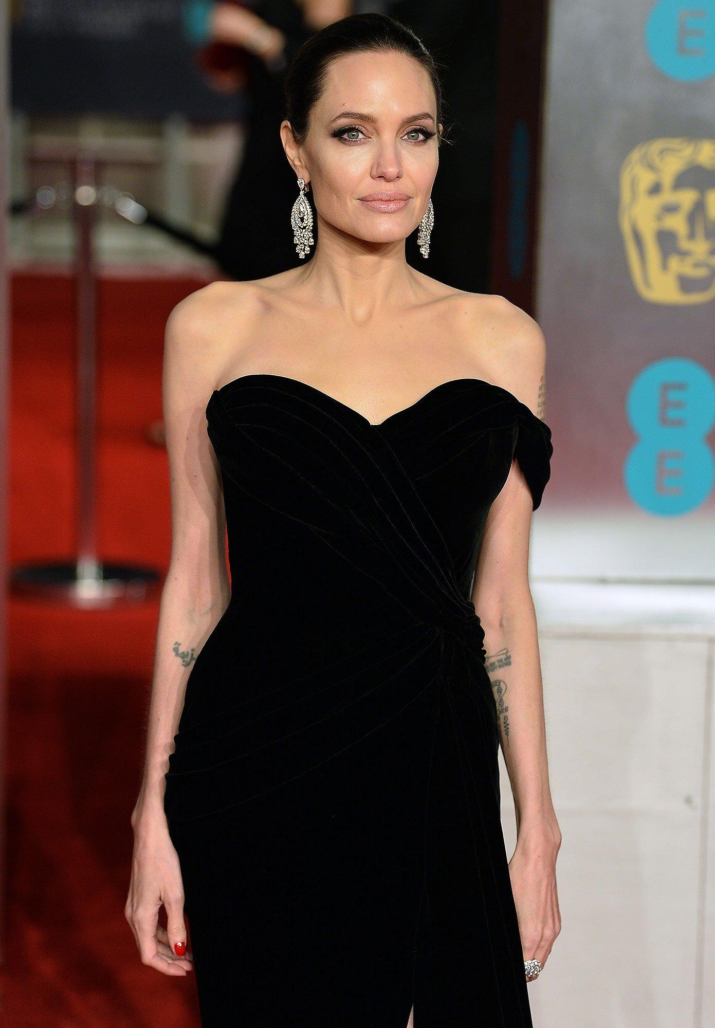 В сети появилось невероятное фото Анджелины Джоли со съемок фильма «Малефисента 2»