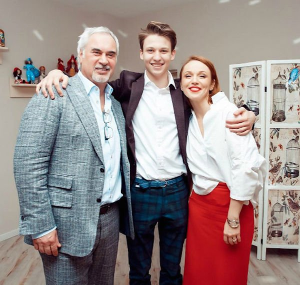 Альбина Джанабаева впервые поделилась фотографией младшего сына