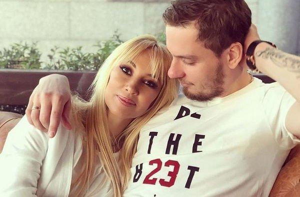 Беременная Лера Кудрявцева с мужем отпраздновала первый юбилей свадьбы