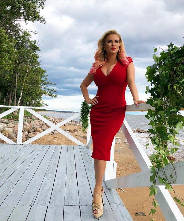 Анна Семенович пришла в ярость от ложной информации об операции на груди