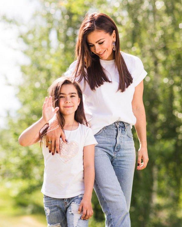 Ани Лорак разместила совместный снимок с мужем и дочерью