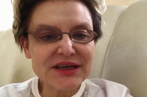 Елена Малышева продемонстрировала осиную талию