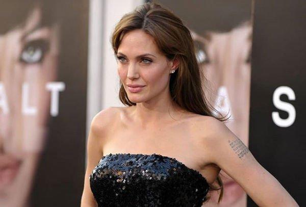 Анджелина Джоли пришла в ярость из-за того, что кто-то слил информацию из зала суда