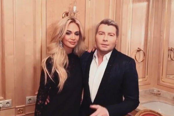 Николай Басков обратился к Виктории Лопыревой со словами поддержки на открытии ЧМ