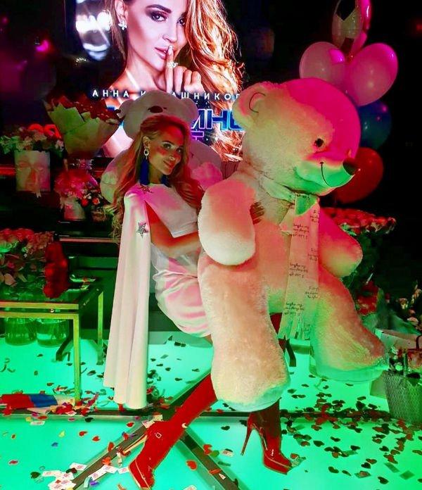 Анна Калашникова считает подарок за полтора миллиона совершенно бесполезным