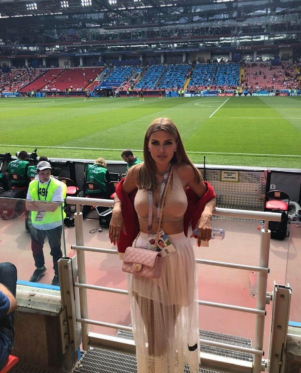 Виктория Боня привела в ярость фанатов, продемонстрировав грудь на футбольном матче