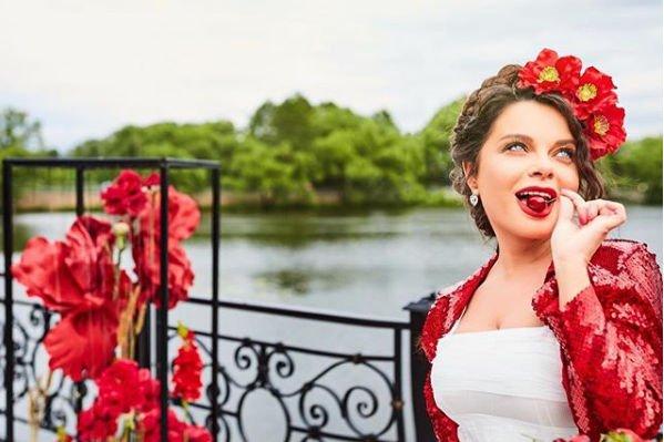 Наташа Королева выбрала чересчур короткое платье на детский праздник