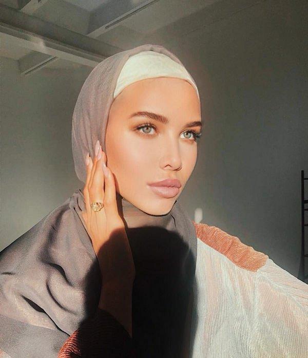 Анастасия Решетова вызвала бурные обсуждения своим фото в хиджабе
