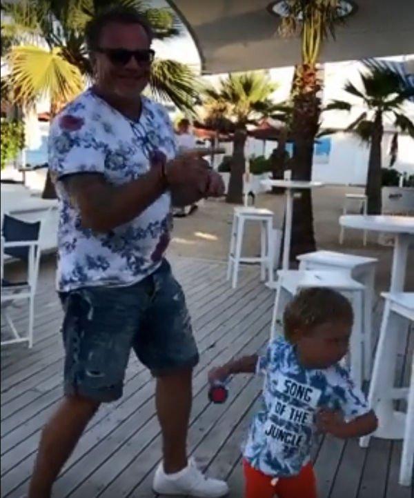 Фанаты пришли в восторг от танца Владимира Преснякова с маленьким сыном