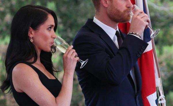 Меган Маркл не отказалась от шампанского, тем самым развеяв слухи о беременности