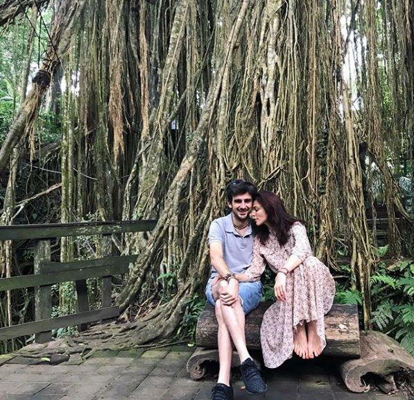 Сати Казанова с супругом перебралась на Бали