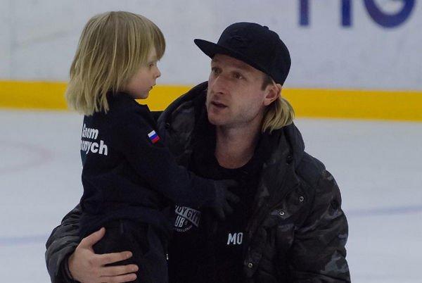 Сын Евгения Плющенко мужественно перенес травму