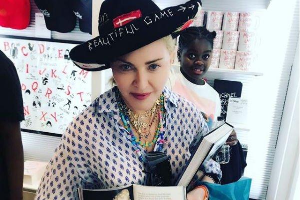 Мадонна показала своих детей на редком снимке