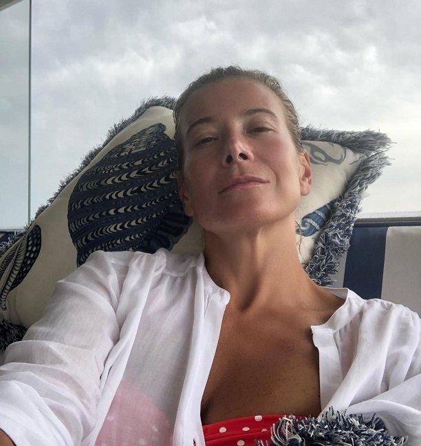 Юлия Высоцкая в прозрачных шортиках рассказала, кто она есть на самом деле