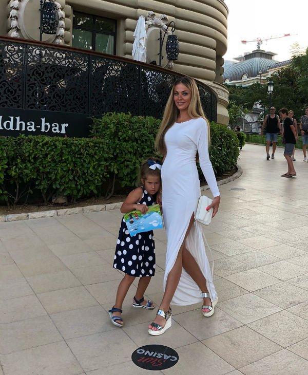 Таня Терешина перестала скрывать свое интересное положение