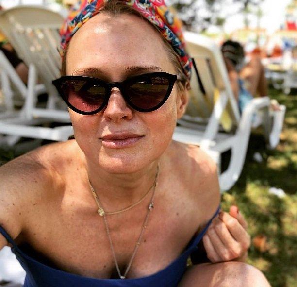 Похудевшая 44-летняя Анна Михалкова стала копией младшей сестры