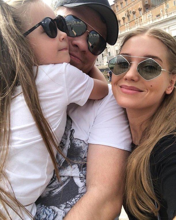 Дочь Кристины Асмус Настя впервые появилась на фотографии без очков