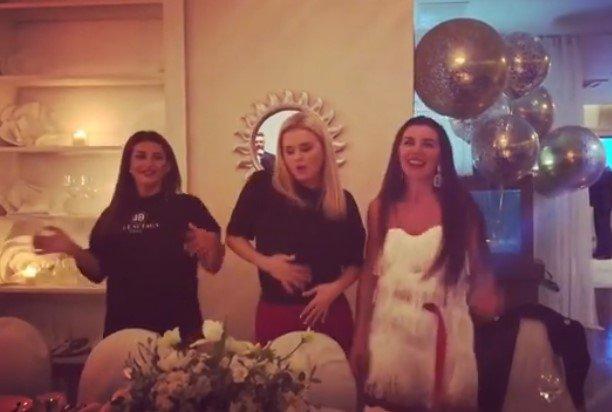 Анна Семенович, Анна Седокова и Жасмин порадовали гостей ресторана страстными танцами