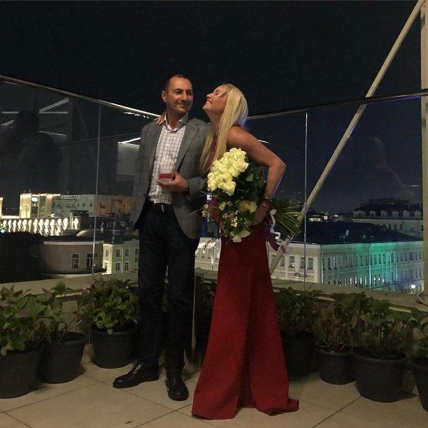 День рождения дочери Анастасия Волочкова закончила интимным ужином с Игорем Вдовиным