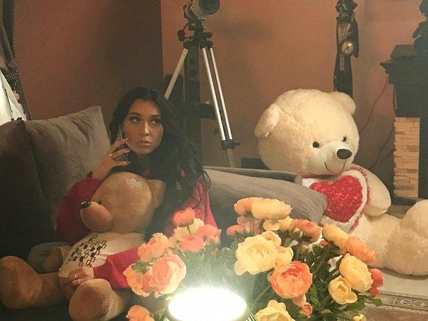 Свой новый клип Дари Черная посвятила девушкам с разбитыми сердцами