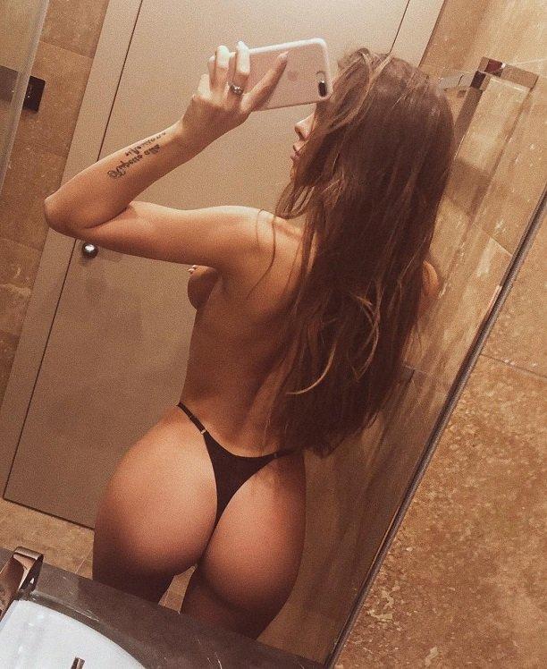 Вики Одинцова опубликовала обнажённое селфи из ванной