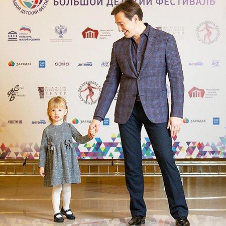 Сергей Безруков показал подросшую дочку
