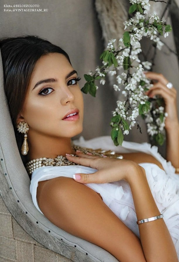 Московская модель Алена Ванни украсила обложку L'Officiel Wedding