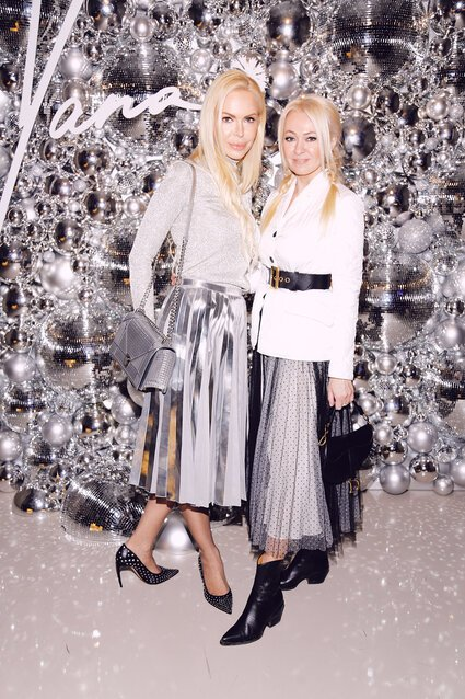 Алису Лобанову назвали самой стильной снежинкой на вечеринке Яны Расковаловой