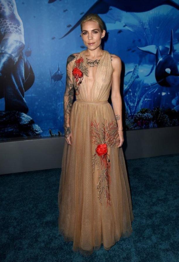 Скайлар Грей пришла на премьеру фильма в платье из тюля, через который была видна грудь
