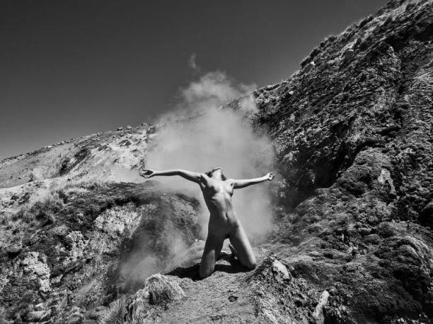 """Модель Мариса Папен устроила фотосессию в стиле """"ню"""" в Чили"""