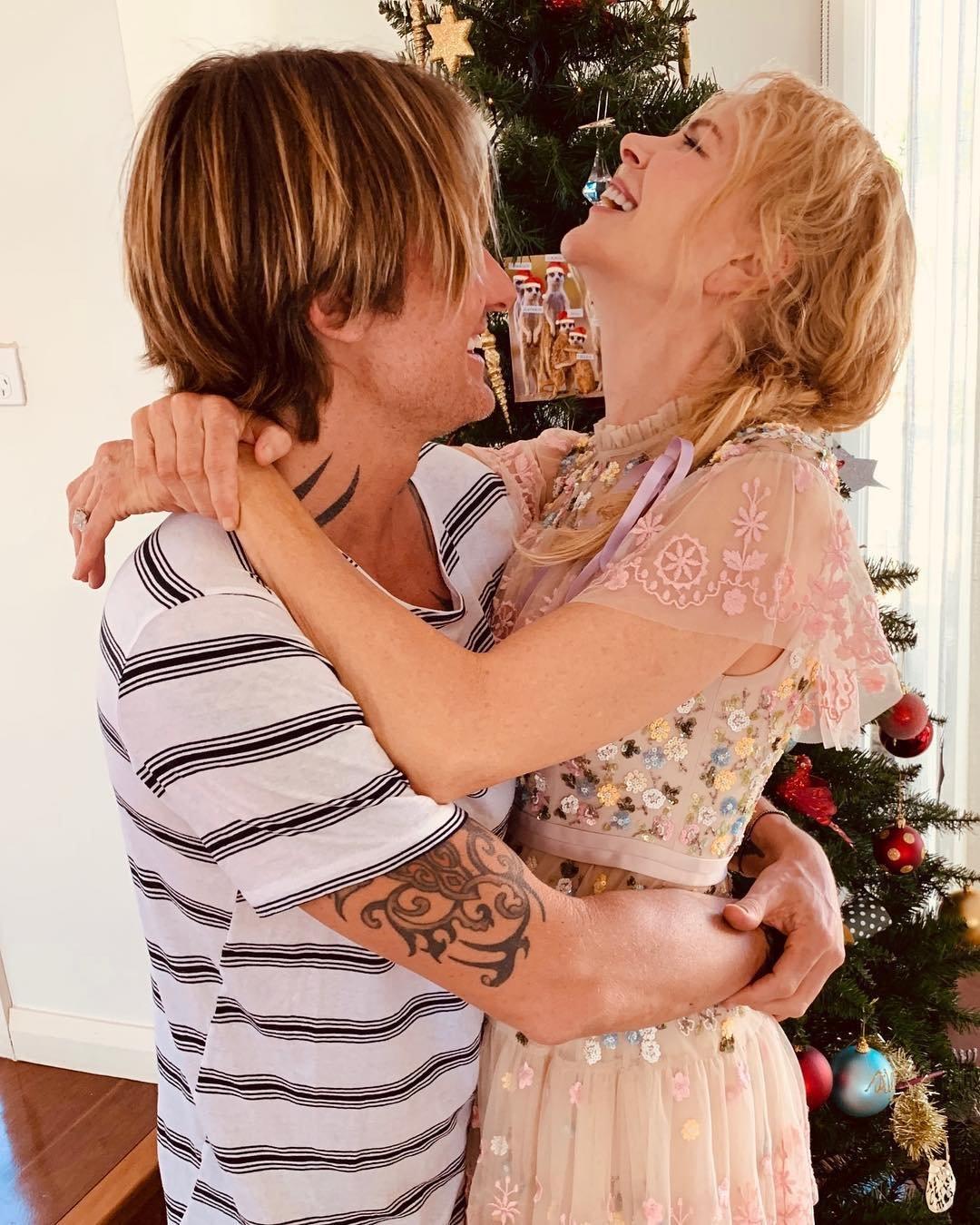 Николь Кидман показала нежные рождественские фото с супругом