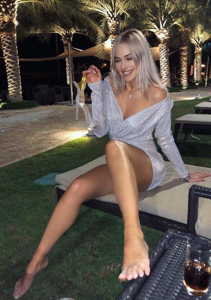 Наталья Рудова подогревает интерес подписчиков эротичными фото в бикини из ОАЭ