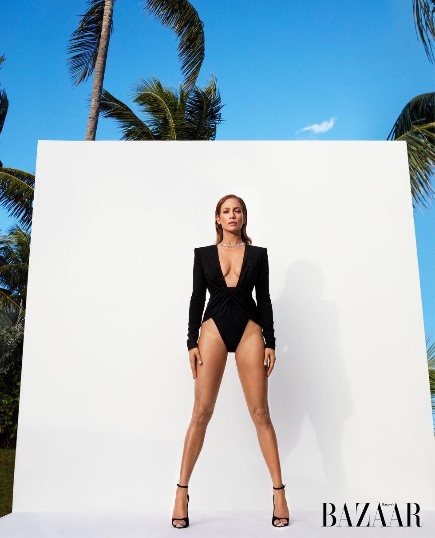 Дженнифер Лопес показала морщины и фигуру в купальнике в новой фотосессии