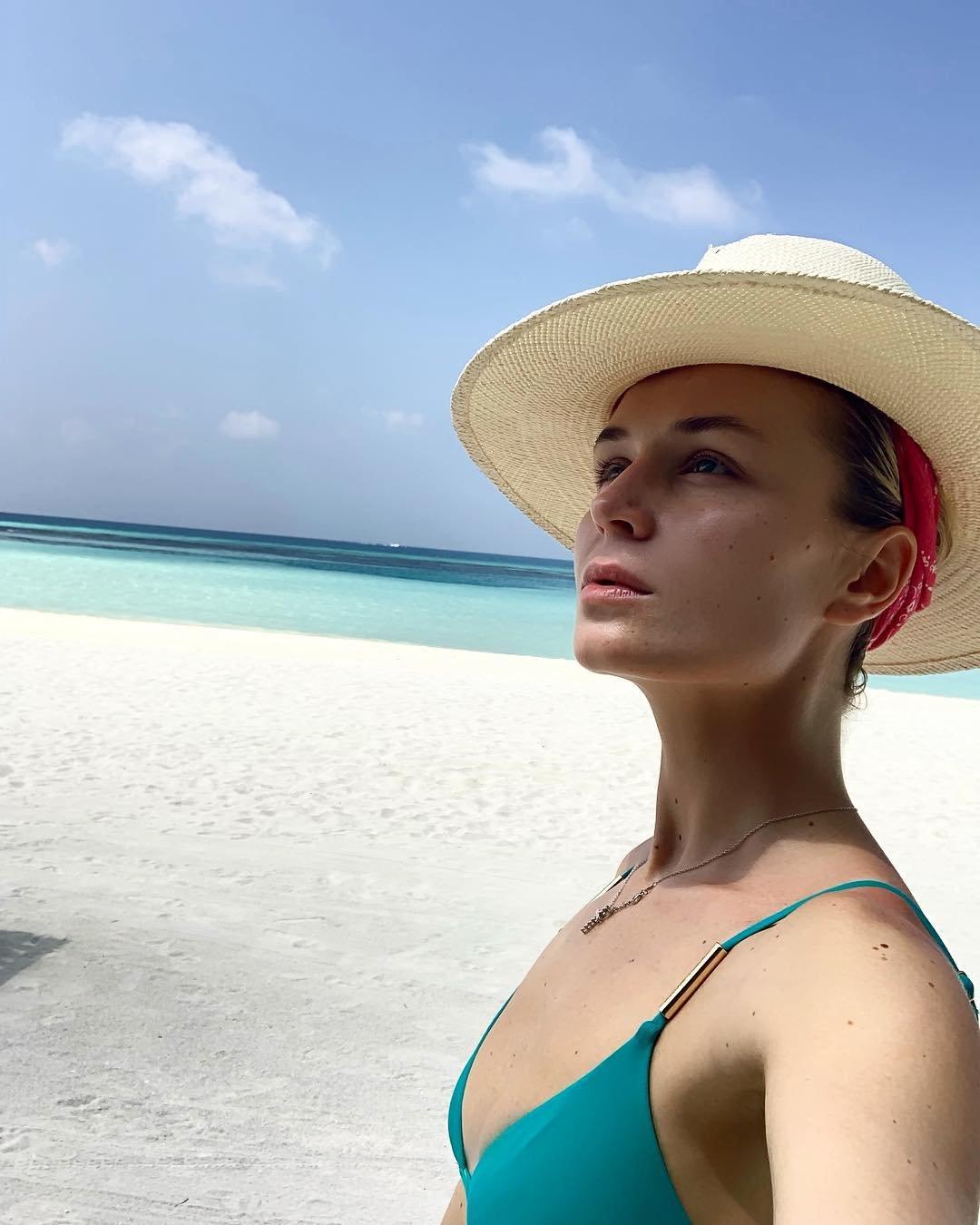 Рёбра торчат: Полина Гагарина переусердствовала с похудением