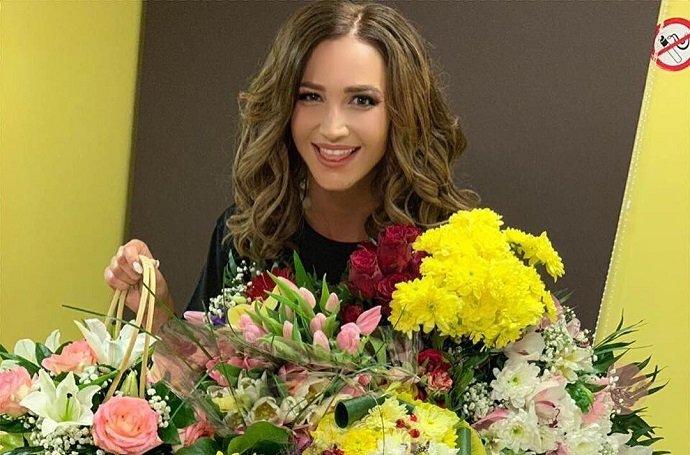 Певица Ольга Бузова кардинально сменила цвет волос, став блондинкой