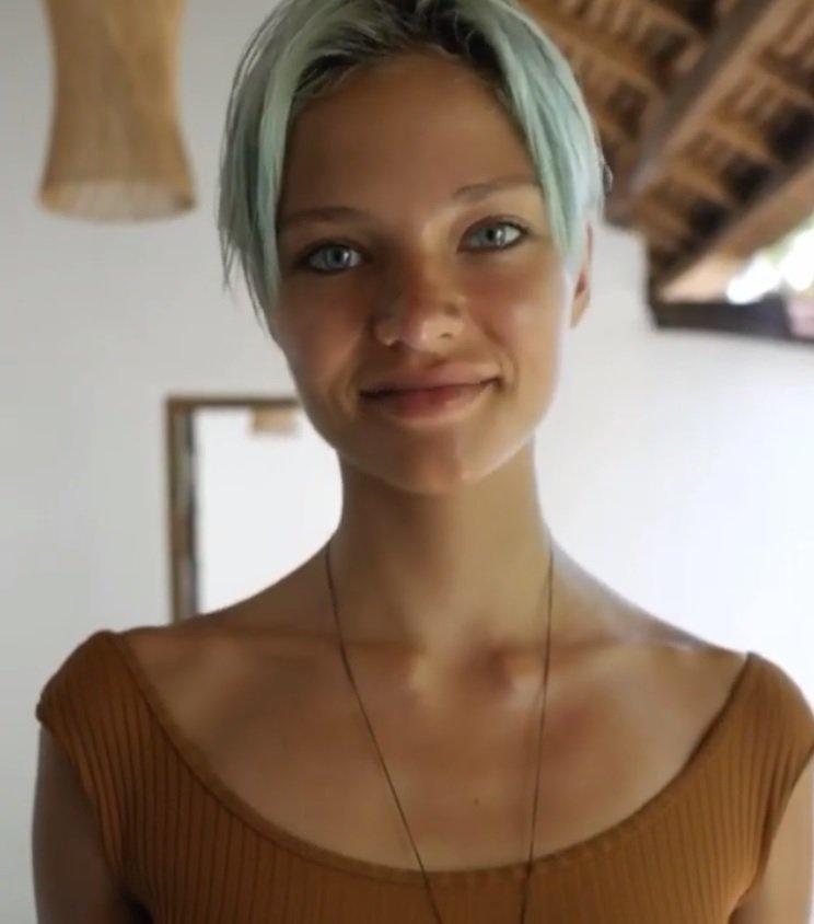 Алеся Кафельникова шокировала анорексичным телом на видео с Бали