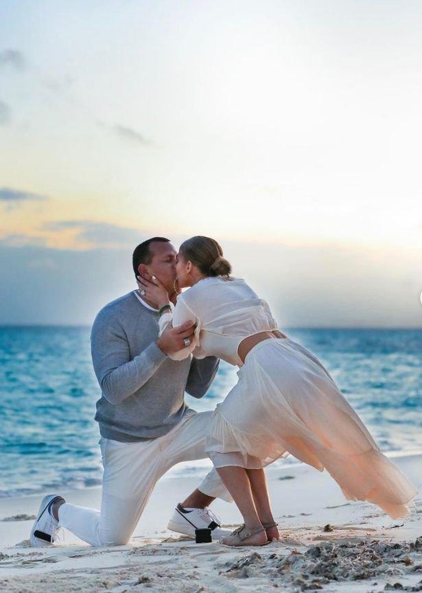 Тот самый момент: в сети появились фото помолвки Дженнифер Лопес и Алекса Родригеса