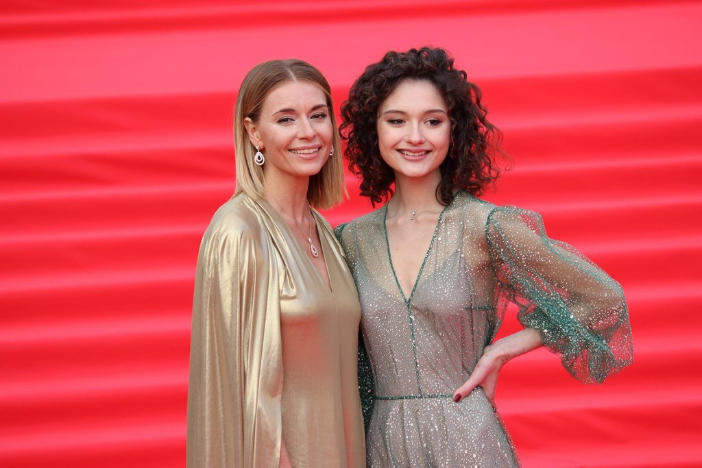 Любовь Толкалина с дочерью на открытии «ММКФ-2019»