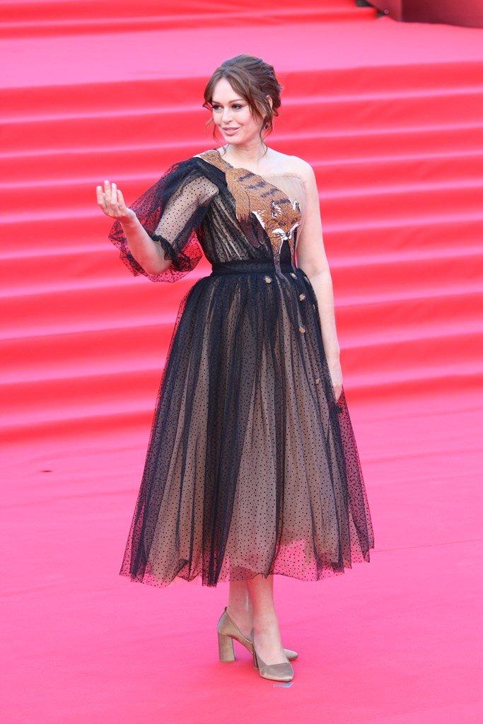 Ирина Безрукова в одном из самых необычных нарядов на закрытии «ММКФ-2019»