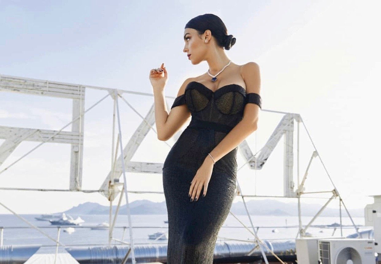 Джорджина Родригес в умопомрачительном платье посетила премьеру в Каннах