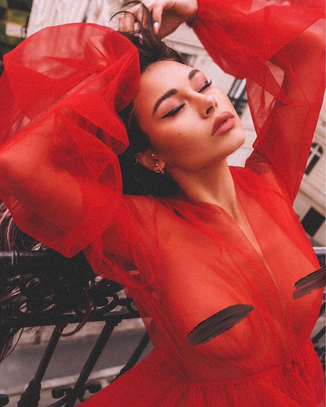 Модель Диана Мелисон поразила откровенной фотосессией в Париже