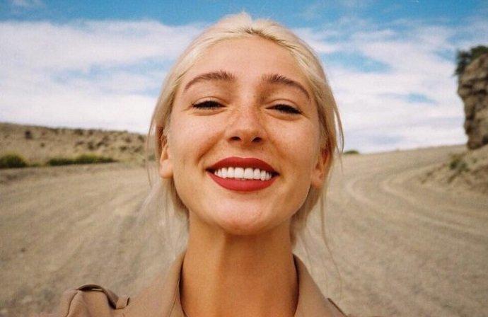 Настя Ивлеева не поняла шутку про сидение на лице и потребовала денег