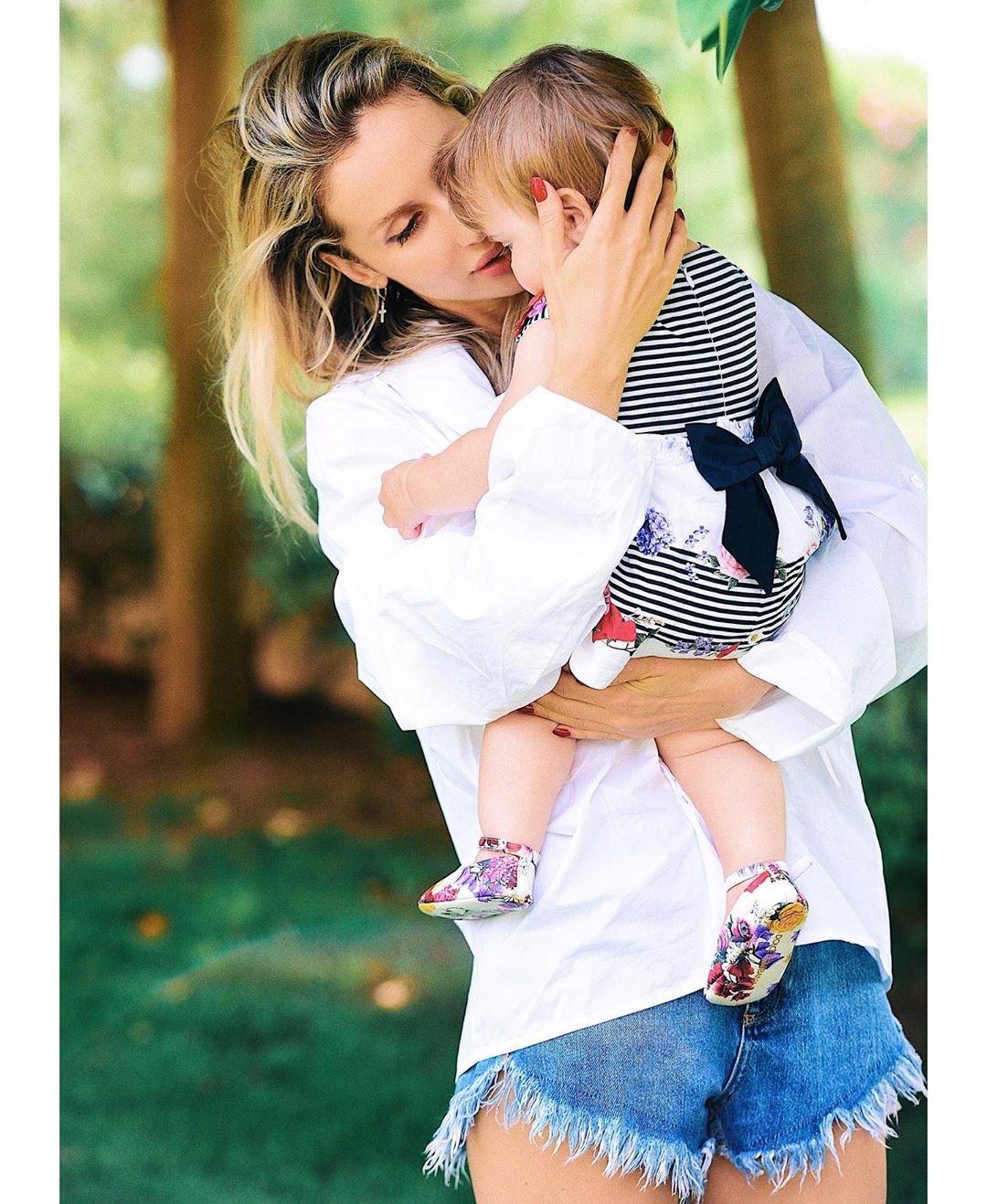 Светлана Лобода показала фото младшей дочки в её первый день рождения